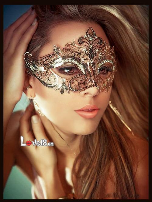 Mặt nạ cosplay nữ hoàng bóng đêm DC56 giá bao nhiêu?